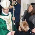 Al termine dell'eucaristia, molti fedeli avvicinano il nuovo delegato per un saluto particolare. - ©AndreaVaona/ArchivioMsa
