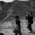 Una famiglia di Mosul fugge dai combattimenti. - UGO LUCIO BORGA