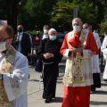 Il patriarca di Venezia mons. Francesco Moraglia con la reliquia del Santo. -