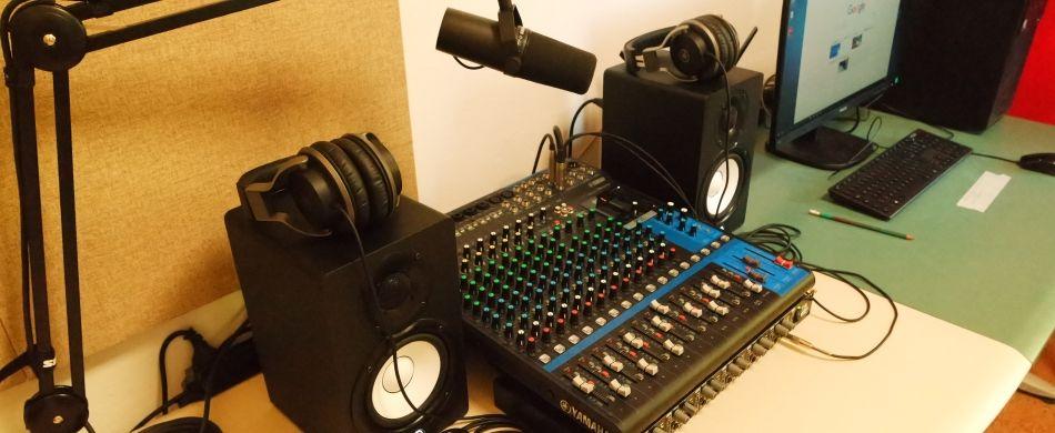 Nella sede di «Radio Giardino».