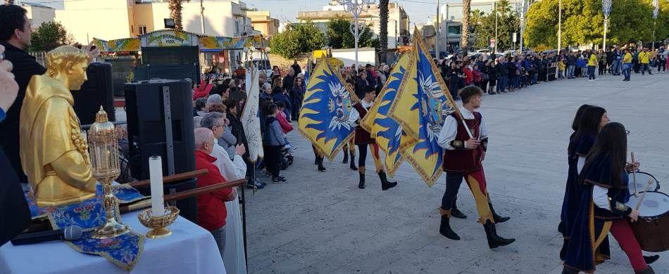 Uno scatto dalla processione a Tricase (LE), dove si sono esibiti gli sbandieratori di Oria.