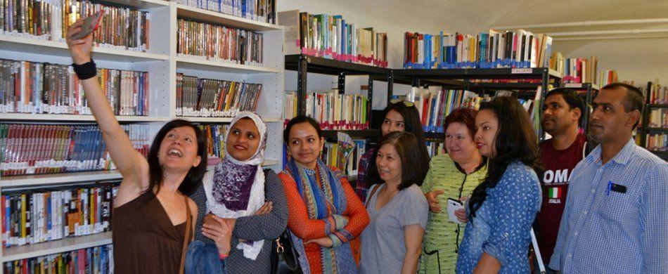 Gruppo di avventori della Biblioteca interculturale cittadini del mondo