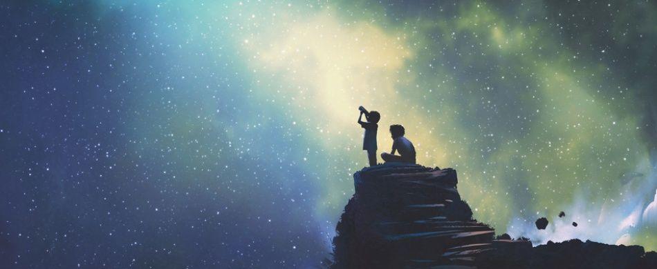 due fratelli scrutano il cielo