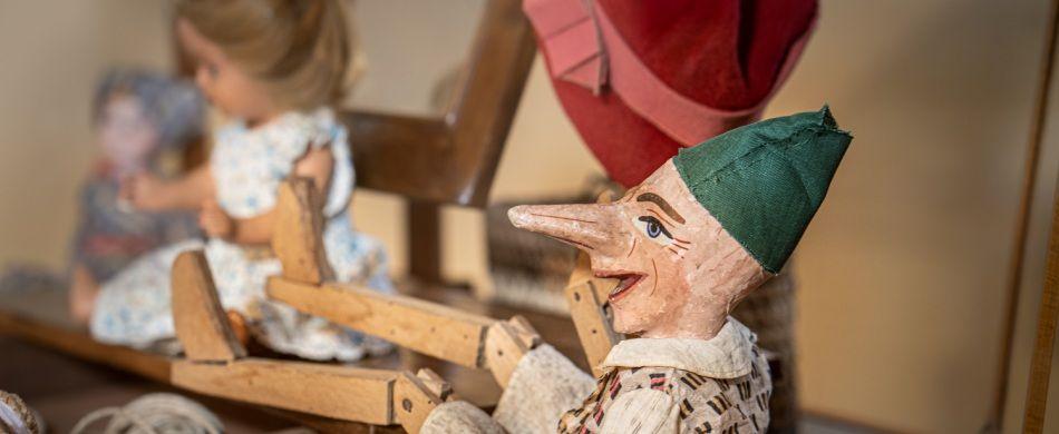 Un Pinocchio in legno del 1920.