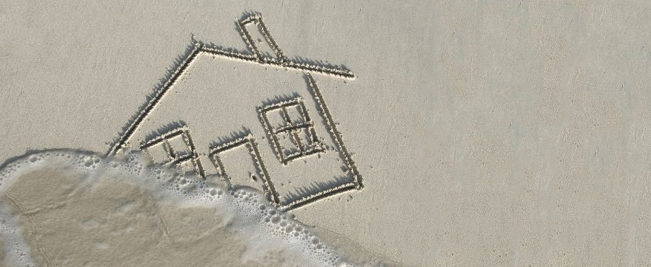Lo stolto è destinato a tutti i fallimenti, costruisce la sua casa sulla sabbia «ed essa cadde, e la sua rovina fu grande» (Mt 7,26).