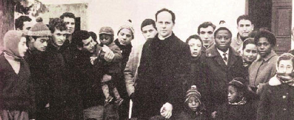 foto di gruppo per don Lorenzo Milani e i suoi ragazzi