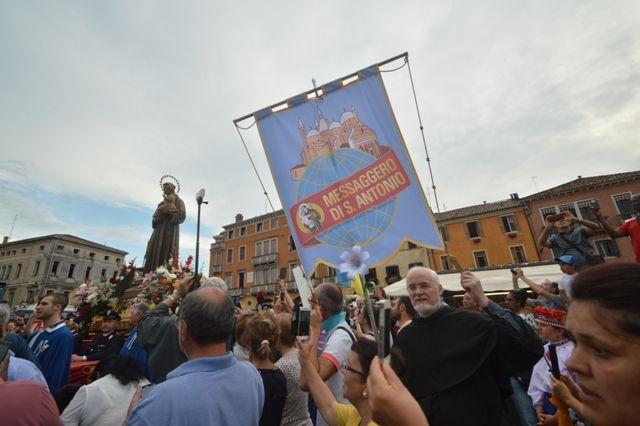 Sono due le principali processioni che rendono solenne la festa di sant'Antonio a Padova: ecco alcune foto dall'edizione 2018. - @MarcoSevarin