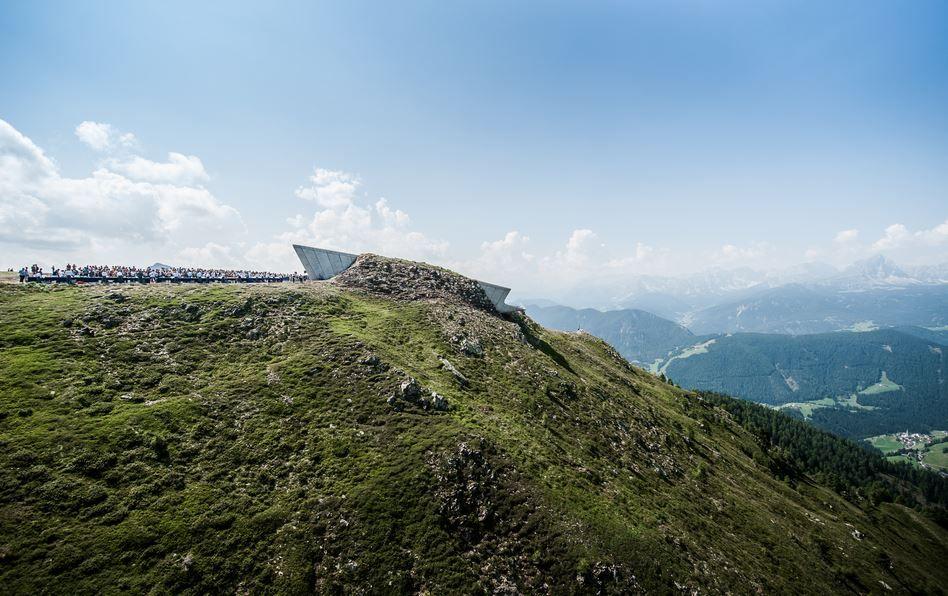 Messner Mountain Museum, Corones. Si trova a Plan de Corones (BZ). - www.whistaler.com L'ultimo dei sei musei realizzati da Messner. Il progetto è di Zaha Hadid.