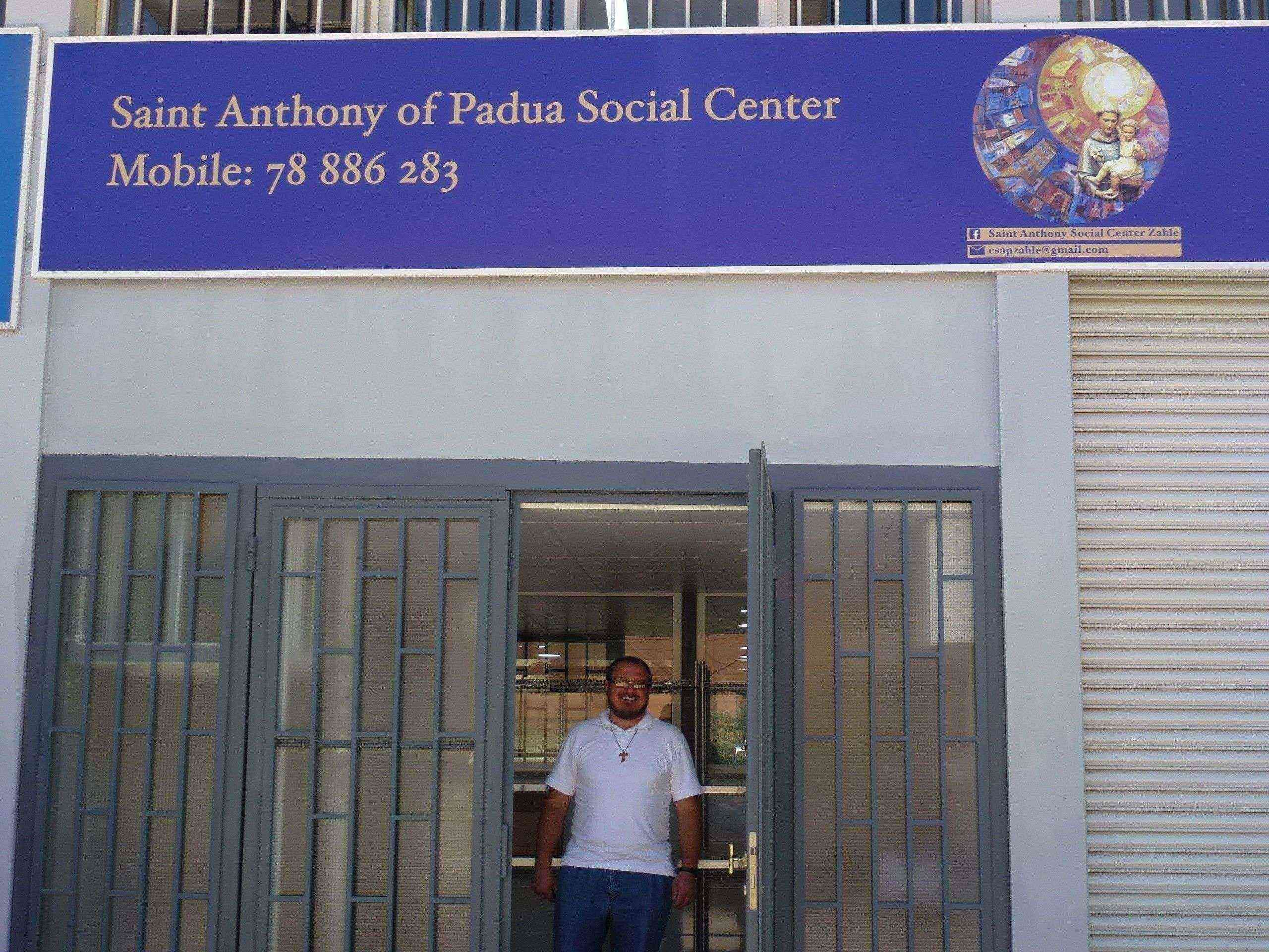 L'ingresso del Saint Anthony of Padua Social Center, nella zona industriale di Zahle, in Libano. -