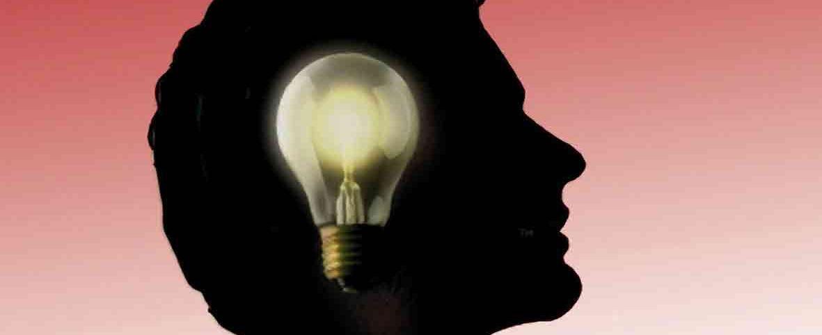 profilo umano con lampadina nel cervello