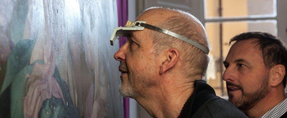 Bill Viola nello studio di Daniele Rossi durante il restauro della