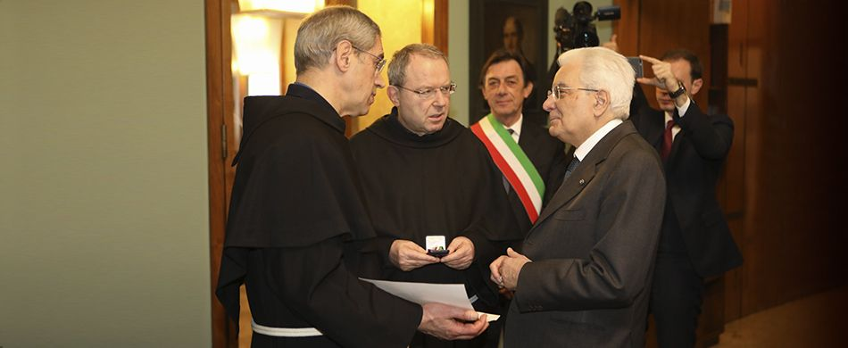 Il presidente Mattarella consegna ai frati della Basilica la medaglia alla memoria di padre Cortese