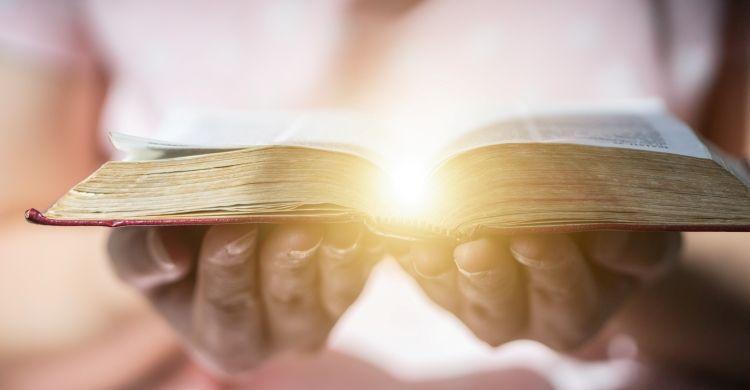 La Parola di Dio è fonte di luce e verità.