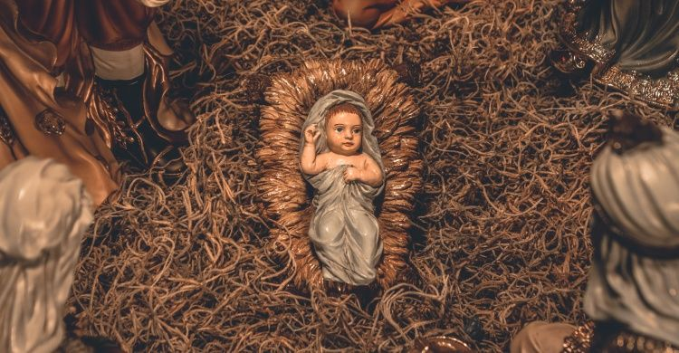 La nascita di Gesù riprodotta in un presepio.