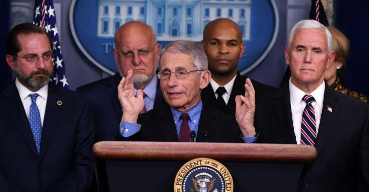 Il professor Fauci illustra alla Casa Bianca la strategia contro il Coronavirus.