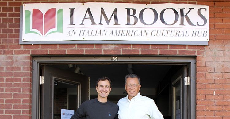 Boston: Nicola Orichuia e Jim Pinzio davanti alla loro libreria I AM Books