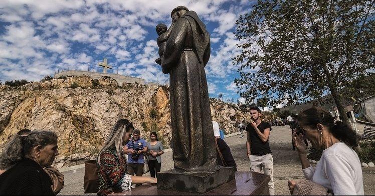 fedeli al santuario di Laç
