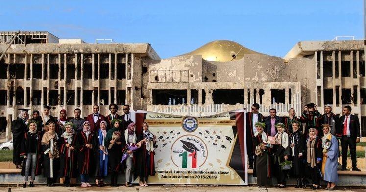Foto di gruppo per i laureati di Bengasi