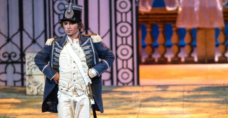 Matteo Macchioni interpreta il Conte di Almaviva ne «Il Barbiere  di Siviglia» di Gioacchino Rossini.