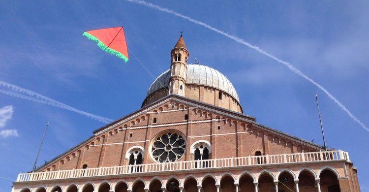 Facciata Basilica con aquilone