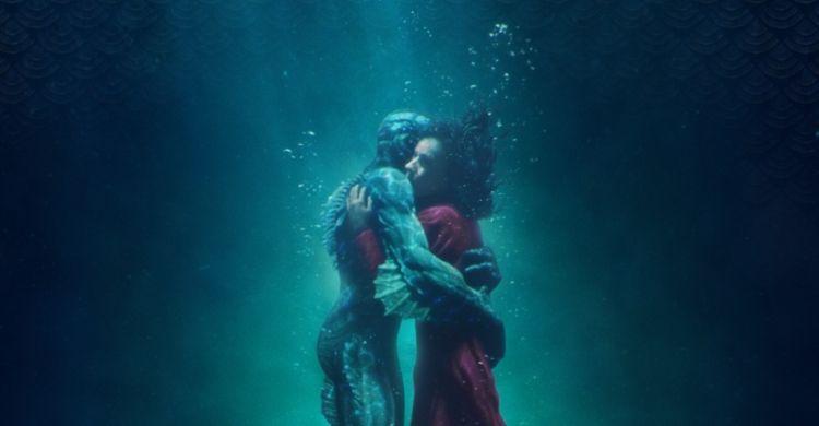 Sally Hawkins e Doug Jones interpretano Elisa Esposito e l'uomo anfibio in «La forma dell'acqua».